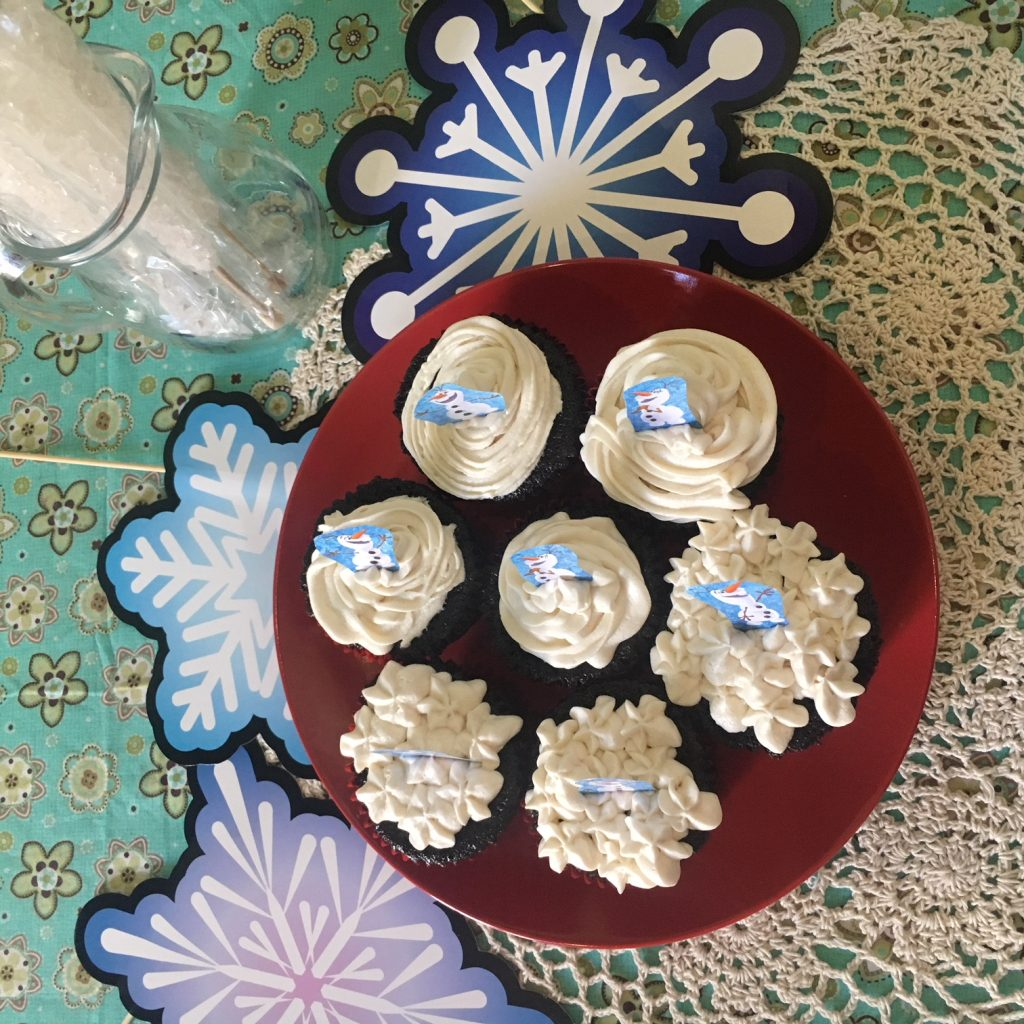 Frozen Olaf Birthday Party cupcakes, paradisepraises.com